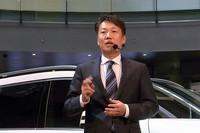 メルセデス・ベンツ コネクションを紹介する、メルセデス・ベンツ日本の上野金太郎社長。