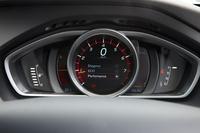 メーターパネル。「Elegance」「ECO」「Performance」(写真)の走行モードにあわせて、色調と表示内容が変化する。
