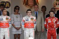 3位は、フェラーリのフェリッペ・マッサ(右)。2位ハミルトンに70秒近くつけられてゴール。(写真=Ferrari)