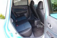 後席の様子。リアドアの開閉角度は先代モデルの65度から85度へと拡大。利便性の向上が図られた。