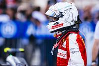 シンガポールでの勝利から一転、1週間後の日本で、フェラーリは再びメルセデスの後塵(こうじん)を拝することに。鈴鹿で現役最多4勝を挙げているセバスチャン・ベッテル(写真)は、4番グリッドからのスタートで2位に上がるも、メルセデスのロズベルグにアンダーカットされて、3位フィニッシュ。今年10回目の表彰台。レース前はチャンピオンシップで2位ロズベルグに8点差と迫っていたが、これが11点に開いた。チームメイトのキミ・ライコネンは予選6位、決勝4位。(Photo=Ferrari)