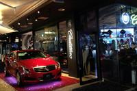 東京・六本木で2013年春まで期間限定オープンしている「Cadillac Cafe」にディスプレイされていた「キャデラックATS」。