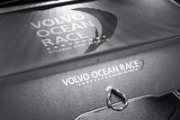 「VOR」ロゴ入りの専用ラゲッジカバー。