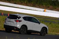 【スペック】CX-5(SKYACTIV-D 2.2ハイパワー搭載車):全長×全幅×全高=4540×1840×1710mm/ホイールベース=2700mm/駆動方式=4WD/2リッター直4 DOHC16バルブターボディーゼル(175ps/4500rpm、42.8kgm/2000rpm)(プロトタイプ)