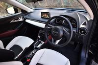 形や素材はもちろん、色の合わせ方にも徹底してこだわったというインテリア。ドライバーオリエンテッドなデザインが採用される。