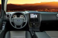 「フォード・エクスプローラー」にブラック内装の特別限定車の画像