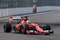メルセデス・パワーユニット勢が上位争いを繰り広げる中、フェラーリもこれに参戦。ベッテルはスタートでつまずき4番グリッドから5位に後退するも、ピット作戦でオーバーカットを成功させ、2位でゴール。しかしハミルトンと優勝を争うまでにはならず。メルセデスとの力量の差が、またしてもはっきり出たレースだった。(Photo=Ferrari)