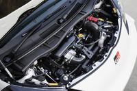 スーパーチャージャーを備える1.3リッターエンジン。122psと17.7kgmを発生し、990kgのボディーを引っ張る。