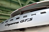 「カイエンGTS」のエンジンが4.8リッターV8自然吸気から3.6リッターV6ターボに変更されたのは2014年11月のこと。あれから早くも2年半が経過した。車両価格は1424万円。