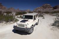 4ドア版ジープに、砂漠がテーマの特別仕様車の画像