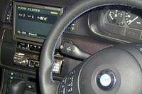 ショップデモカーのE46「BMW 3シリーズ」の純正ステアリングリモコンは動作確認済み。