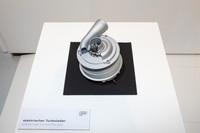 モーターで駆動する「電動ターボチャージャー(コンプレッサー)」。