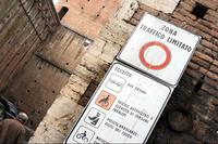 赤丸は「丸の内線」ではない。車両通行禁止。