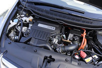3段階でバルブ制御を行う新開発の1.3リッター 3ステージi-VTECエンジン。