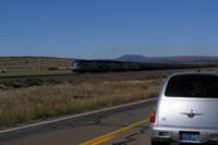 サンタフェ鉄道が道路と絡みながら敷設されており頻繁に列車を目にする。そのほとんどは90〜130両と長く長く連結されている。