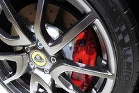 動力性能の向上に伴い、ブレーキも強化されている。