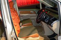 【東京オートサロン2006】モデューロの「ステップワゴン」は、シートカバーもカーナビも取り外して使える!