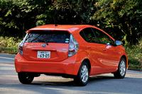 トヨタ・アクアS     ボディーサイズ:全長×全幅×全高=3995×1695×1445mm/ホイールベース:2550mm/車重:1355kg/駆動方式:FF/エンジン:1.5リッター直4 DOHC 16バルブ/モーター:交流同期電動機/トランスミッション:CVT/エンジン最高出力:74ps/4800rpm/エンジン最大トルク:11.3kgm/3600~4400rpm/モーター最高出力:61ps/モーター最大トルク:17.2kgm/タイヤ:(前)175/65R15 (後)175/65R15/車両本体価格:186万1715円