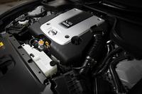 3.7リッターV6「VQ37VHR」エンジンは、新開発の「VVEL」(Variable Valve Event & Lift)により、吸気バルブの開閉タイミングとリフト量を制御する。アクセルレスポンスの向上、トルクの増大、燃費の改善などが謳われる。
