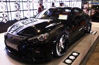 カスタムカーコンテストのチューニングカー部門で優秀賞を獲得した「MAVERICK SCION FR-S」。大きく張り出したフェンダーと、レクサス風のフロントグリルが目を引く。