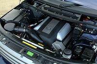 BMWが開発した、4.4リッターV8エンジン。286ps、44.9kgmで、2.5トンのボディを引っ張る。
