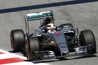 この週末はチームメイトのロズベルグに一日の長があった。ポイントリーダーとして欧州開幕戦に挑んだメルセデスのハミルトンは、2番グリッドからスタートで3位に後退。ベッテル攻略に時間を要したものの、ライバルよりも1回多い3ストップ作戦を成功させ2位でフィニッシュ。ロズベルグとの間に27点あったポイント差は20点に縮まった。(Photo=Mercedes)