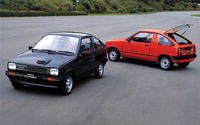 1983年「セルボターボ」。軽規格改定に合わせて「フロンテ クーペ」を拡大したスペシャルティカーが初代「セルボ」。この2代目は、「フロンテ/アルト」をベースとして82年に登場した。直3 SOHC 543ccエンジンは、ターボ装着により29psから40psに出力が増大している。