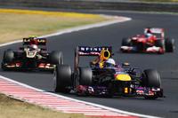 予選2位のベッテル(写真前)は、前を行くハミルトンではなく、後続のロメ・グロジャンやフェルナンド・アロンソを相手にした防戦に追われた。しかし3位表彰台でポイントリードを4点増やすことに成功。シーズン前半に、しっかりした足固めができた。(Photo=Red Bull Racing)
