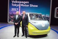 フォルクスワーゲンのブースは、電気自動車を中心に、PHEVやディーゼルモデルなど多彩なパワートレインをそろえていた。