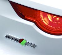 4WDモデルのリアエンブレムには、「AWD」の文字が添えられる。