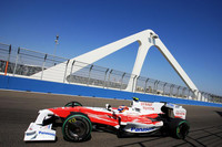 トヨタは不思議な週末をおくった。ヤルノ・トゥルーリは予選でグリップとパワー不足を訴え18位、決勝13位完走。ティモ・グロックは13番グッドからひとつポジションを落とし14位でゴールしたのだが、グロックは残り2周でレースの最速タイムを記録している。(写真=Toyota)