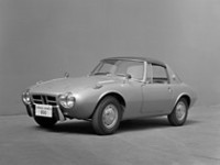 1965年に登場した「トヨタ・スポーツ800」。空冷フラットツインを搭載した大衆車であるパブリカをベースに作られたライトウェイトスポーツ。