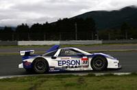 スープラと激戦を繰り広げたNo.32 EPSON NSX(松田次生/アンドレ・ロッテラー組)は、レース大詰めで逆転され2位に。(写真=本田技研工業)