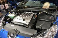 エンジンは3リッターV6と2.2リッター直4の2本立て。