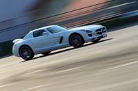 2010年6月10日に発売されたメルセデス・ベンツのフラッグシップスポーツカー「SLS AMG」は、AMG初の専用モデル。571psを発生する6.2リッターV8エンジンを搭載する。