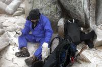 この季節、たとえ登る前に晴れていても、悪天候向けの装備はマスト。アイゼンのおかげで、足元に極度の不安を覚えることはなかった。