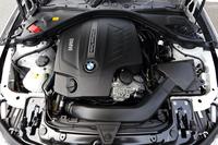 「335i」に搭載されるのは、今や希少な直列6気筒エンジン。BMWを除くと、あとはボルボが採用する程度だ。