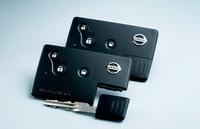 キーをポケットに入れたままでも、ドアのリクエストスイッチを押すだけでロック・アンロックが可能なインテリジェントキー。(写真=日産自動車)