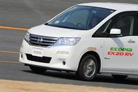 ミニバン専用タイヤ「EX20RV」は「セレナ」でテスト。