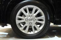 タイヤサイズは155/65R14が中心で、「ハイウェイスターG」と「ハイウェイスターGターボ」のみが165/55R15となる。ホイールは、ノーマル車はスチールホイール、「ハイウェイスター」はアルミホイールが標準。
