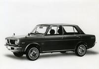 1968年10月の発表時に配付された最初の広報写真。翌年に「77シリーズ」として発売されるシングルキャブエンジン搭載モデルのプロトタイプだが、生産型と比べて全長(トランク部分)が55mm短く、タイヤが小さい(生産型の13インチに対し12インチ)などの相違点がある。