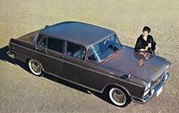 1963年に追加設定された「セドリック スペシャル」。ホイールベース2835mm、全長4855mmという長大なボディーに最高出力115psの直6 OHV 2.8リッターエンジンを積んだモデル。価格は108万円まで値下げされたカスタムより30万円高い138万円だった。