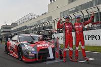 ポール・トゥ・フィニッシュをきめた、松田次生(写真左)とロニー・クインタレッリが駆るNo.23 MOTUL AUTECH GT-R。