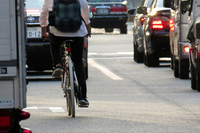 """第12回:自転車――改正道交法が語る""""意味""""(その1)自転車VSタクシー、危機一髪の画像"""