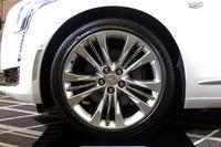 タイヤサイズは前後共通で245/40R20 となっている。
