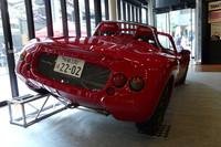 試作車のリアビュー。ナンバーの22-02は「トミーカイラZZの試作2号車」という意味をかけている。