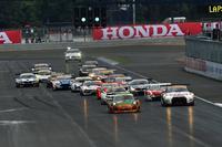 こちらはGT300クラスのスタートシーン。地元タイのポルシェがレース序盤をリードした。