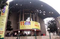 AUTO EXPOの展示会場は、戸建のパビリオンの集合体。まるで万国博覧会のたたずまいである。