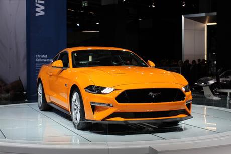 2017年のフランクフルトショーに、フォードは人気のスポーツクーペ「マスタング」の2018年モデルを出展した...