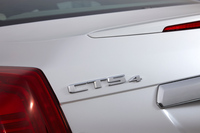 駆動方式については、以前は日本でもFR車が販売されていたものの、現在は4WD車のみのラインナップとなっている。